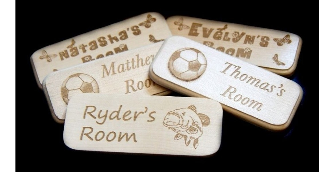 https://picturesonwood.co.uk/image/cache/catalog/Door%20Plaques%2037%20personalised-engraved-1170x600.jpg